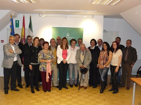 La consejera de la Presidencia, con representantes de las comunidades andaluzas en Bélgica y Países Bajos.