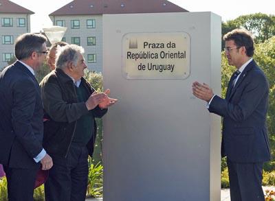 El alcalde de Santiago, Ángel Currás, el presidente uruguayo José Mújica y el titular de la Xunta de Galicia, Alberto Núñez Feijóo.