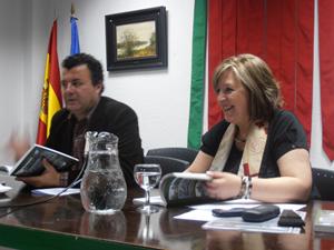 Paco Cañamero y la presidenta de la Casa, Mari Luz Uña.