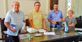 Imagen de archivo con Rolando Pérez, el profesor Amancio X. Liñares, Manuel Rodríguez Barreiro y Conchita Suárez.