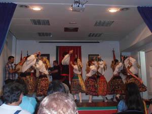 El grupo Arribes del Duero en uno de los bailes que interpretó en la celebración.