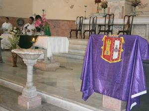 Bandera de Burgos durante la ceremonia religiosa.