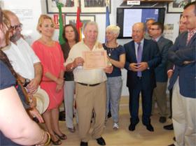 Manuel López recibió el carnet número 20.000.