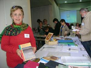 Cenci Rodríguez Martín, en el stand donde mostró sus obras en el Encuentro de Escritores.