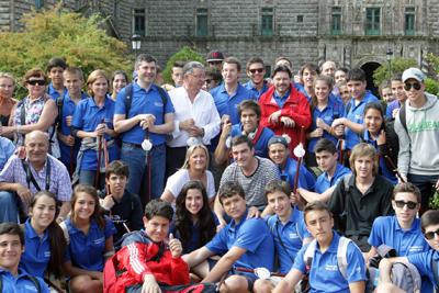 Alberto Núñez Feijóo con los jóvenes del Programa 'Conecta con Galicia 2013'.