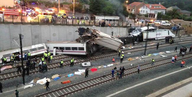 Vista del accidente ocurrido en la zona de Angrois, muy cerca de la estación de Santiago.