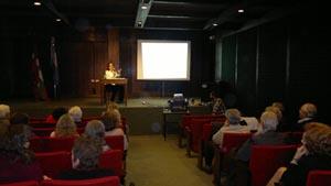 Sesión informativa de Sara Pagola en el Laurak Bat de Buenos Aires.