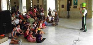 Actuación del payaso Ariel en el 'Encuentro Sarriano de Verano'.