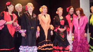 Las integrantes del coro del Centro Cultural Andalucía de Buenos Aires lucieron hermosos trajes tradicionales.