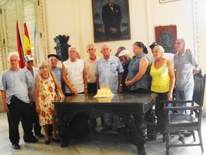 Domingo Regueiro (en el centro) fue agasajado con motivo de su 84° cumpleaños.