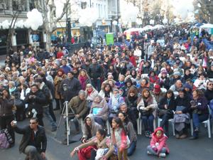 Miles de personas asistieron al festival celebrado en la Avenida de Mayo.