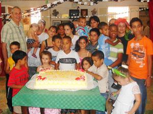 Raúl Parrado departió con los pequeños durante la actividad.