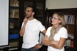 Farías (izquierda) se desempeña como responsable del área de investigación del Museo de la Emigración Gallega en Argentina.