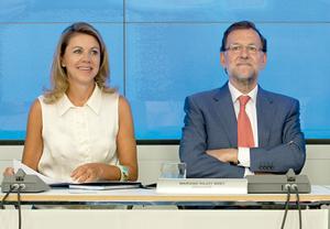 El presidente del PP y del Gobierno, Mariano Rajoy, y la secretaria general del PP, María Dolores de Cospedal, en la reunión del Comité Ejecutivo Nacional.