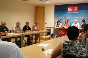 Imagen de la reunión que mantuvieron los afectados por esta medida con dirigentes socialistas gallegos.
