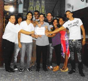 Yurkins Tejero (1° por la izquierda), junto con el resto de los integrantes de Celtahabana que festejaron la entrega de la resolución del Mincult de Cuba.