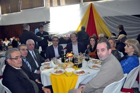 Mesa de autoridades en la celebración del aniversario del Valle Miñor de Montevideo.