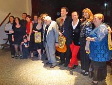 Artistas invitados con el Maestro Podestá en el centro.