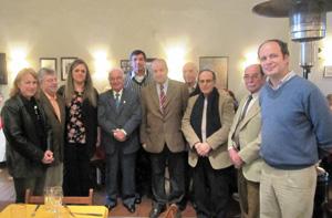 Autoridades junto a directivos de la Asociacion Valenciana.