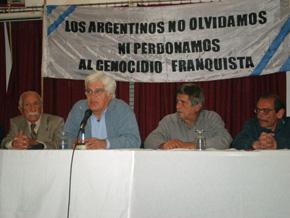 Numerosas personalidades participaron de la firma del acta fundacional de la Plataforma argentina.