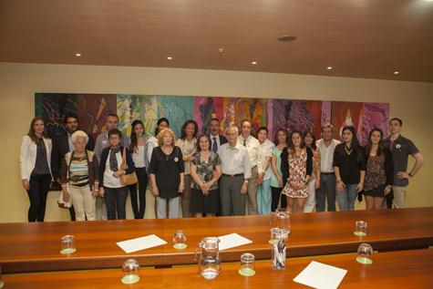 Foto de la directora general de Relaciones Institucionales y Acción Exterior de la Junta con los participantes de los Programas Añoranza y Raíces de la provincia de Zamora.