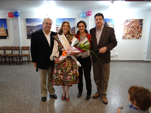 Gabriela Gandolfo, Reina del Centro, con las autoridades de la entidad.