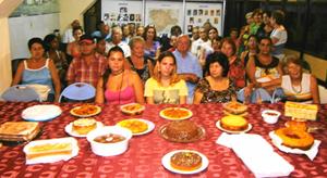 Participantes en la degustación de platos típicos burgaleses, con la Señorita Castilla y León, Martha B. García Marqués (en el centro).