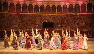 El Teatro Guaíra, uno de los mayores de América del Sur, disfrutó con los bailes por sevillanas de la Casa de Andalucía.