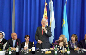 El nuevo presidente del Centro Asturiano, Juan Manuel Posada, se dirige a la concurrencia.