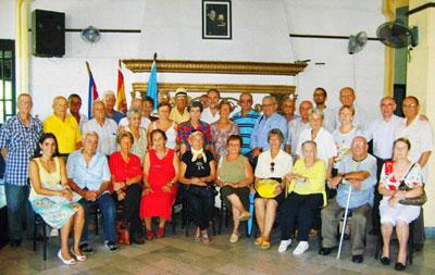 Los emigrantes asturianos y el embajador español en el acto por el Día de Asturias.