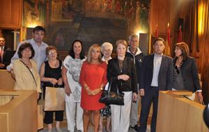 Los participantes en el Programa Añoranza posan con la presidenta de la Diputación de León, Isabel Carrasco.