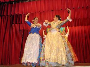 Las integrantes del cuerpo de baile lucieron los bellos trajes típicos de la Comunidad Valenciana.