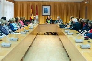 María de Diego recibió a los participantes en el programa en la sede de la Junta en Valladolid.