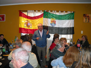 El presidente del Centro Extremeño, Andrés Vecino, se dirige a los asistentes.