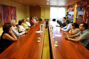 El secretario general (derecha, al fondo) se reunió con los participantes en el Programa Añoranza de León.