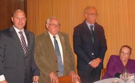 Pablo Puertas, Justino Nava y Santiago Camba dirigiéndose a la colectividad.
