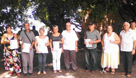 Julio Santamarina, en el centro, junto a los asociados que recibieron los Diplomas de Reconocimiento.
