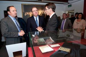 Herrera y Sanz visitaron la exposicion La Rioja Tierra Abierta tras su reunión en Logroño.