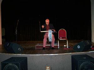 El maestro Luis Mendaña Balsa en el concierto de theremín.