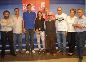 Cortés, tercero desde la izquierda, junto a la ejecutiva del PSOE en Buenos Aires.