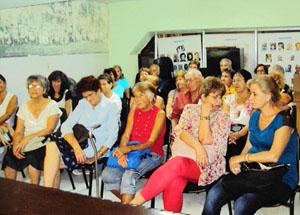 Al acto asistieron una veintena de mujeres y algunos hombres.