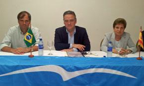 Alfredo Prada con la directiva del PP en Brasil.