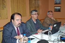 Joaquín Muñoz, Ildefonso de la Campa y el presidente del Centro Gallego de Londres, Nicolás Miño, durante la charla.