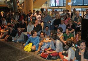 Entre el público, destacó la presencia de muchos jóvenes interesados en esta novedosa muestra.