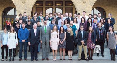 Los Principes con jóvenes españoles que estudian en la prestigiosa Universidad de Stanford, en California.