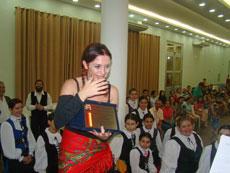 May de la Peña recibió emocionada el título de Socia de Honor.