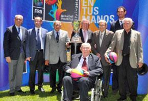Las principales autoridades de la Federación Internacional y la Federación Española de Baloncesto participaron del acto.