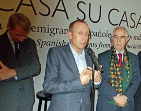 El embajdor holandés en España, Cornelis van Rij, el escritor del libro, Steven Adolf, y el director de Migraciones, Aurelio Miras Portugal.