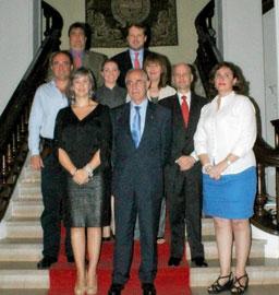 Miras Portugal con los miembros del CRE de Panamá.