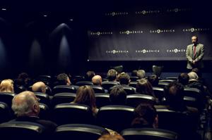 Un aspecto de la sala durante la presentación del documental.